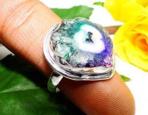 טבעת משובצת אמטיסט ואמרלד כסף 925 מידה 9