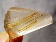 טיטניום מוזהב גלם עם רוטילייד זהב משקל: 7.8 גרם