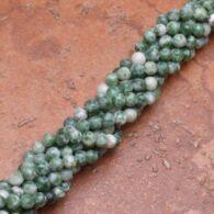 """תכשיטנות: שרשרת מאבן ג'ספר ירוק לבן 4 מ""""מ"""