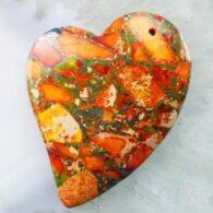 תליון ג'ספר מעורב פיריט גווני כתום עיצוב לב