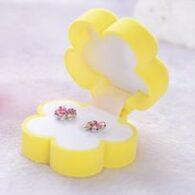 תכשיטנות: אריזת מתנה לעגילים או תליון עיצוב פרח צהוב