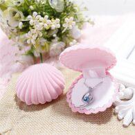 תכשיטנות: קופסת אריזה לעגילים או תליון ורוד עיצוב צדפה