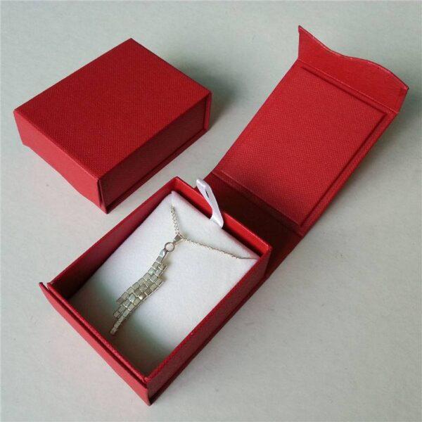 """תכשיטנות: קופסת אריזה מהודר לתכשיט מידה: 58*75 מ""""מ"""