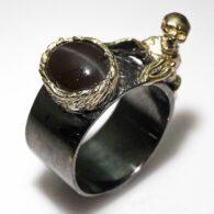 טבעת בשיבוץ עין החתול עבודת יד כסף רודיום שחור וציפוי זהב