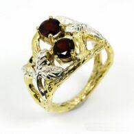טבעת בשיבוץ גרנט עבודת יד כסף וציפוי זהב