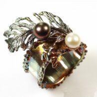 טבעת בשיבוץ פנינים עבודת יד כסף וציפוי זהב