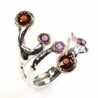 טבעת בשיבוץ אמטיסט וגרנט עבודת יד כסף וציפוי זהב