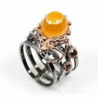 טבעת עבודת יד כסף 925 ציפוי זהב ורודיום שחור בשיבוץ אגט עין מרכזית (אפריקה) וגרנט מידה: 8.5 הטבעת: 46.05 קרט