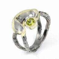 טבעת עבודת יד כסף 925, ציפוי זהב ורודיום שחור בשיבוץ אבן פרידות (אפריקה) מידה: 9 הטבעת: 35 קרט