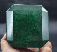 אבן חן: אמרלד ענק מהמם 2960 קרט