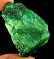 """אבן חן: אמרלד גלם (קולומביה) תעודה 113 מ""""מ מידות: 11*30*42 מ""""מ"""