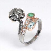 תכשיט יוקרה: טבעת עבודת יד כסף 925 ציפוי זהב ורודיום שחור בשיבוץ אבני אמרלד וטופז (זמביה) מידה: 7.5 הטבעת: 26.7 קרט