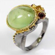 טבעת בשיבוץ פרינהייט רודונייט וספיר עבודת יד כסף ציפוי זהב ורודיום שחור