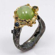 תכשיט יוקרה: טבעת עבודת יד כסף 925 ציפוי זהב ורודיום שחור בשיבוץ אבני פרינהייט וספיר כחול (אפריקה) מידה: 8.25 הטבעת: 41.85 קרט