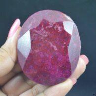 """אבן חן: רובי מלוטש גדול (דרום אפריקה) 609.80 קרט מידות: 25.89*48.49*56.48 מ""""מ"""