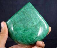 אבן חן: אמרלד מלוטש גדול (ברזיל) תעודה: 1590 קרט