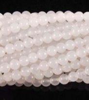"""תכשיטנות: שרשרת מאבני ג'ייד לבן מידה: 6 מ""""מ"""