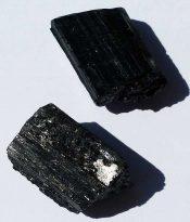טורמלין שחור גלם איכותי משקל: 15 גרם