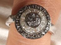טבעת כסף בשיבוץ יהלומי גלם לבן שחור 0.85 קרט מידה: 7