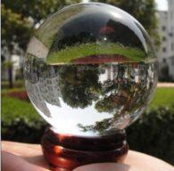 """כדור בדולח קוטר: 60 מ""""מ ומעמד עץ מסוגנן"""