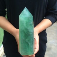 מוט מאבן פלואורייט ירוק גדול משקל: 1080 גרם