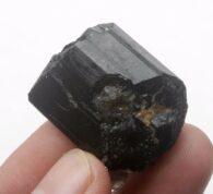 טורמלין שחור גלם משקל: 26.8 גרם