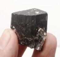 טורמלין שחור גלם משקל: 27.3 גרם
