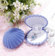 קופסת תכשיטים לטבעת או תליון עיצוב צדף סגול קטיפה