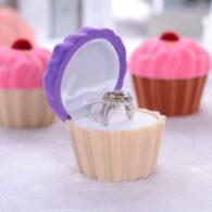 קופסת מתנה קטיפה לטבעת או עגילים עיצוב קפקייק סגול שמנת