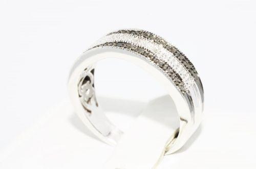 טבעת יוקרה כסף בשיבוץ יהלומים שחורים ולבנים מידה: 7.25