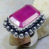 טבעת בשיבוץ אבן רובי עיצוב מלבני כסף 925 מידה: 8.75