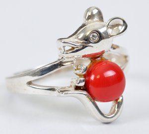 טבעת בשיבוץ קורל כסף 925