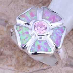 טבעת משובצת אופל חלבי עיצוב פרח כסף 925