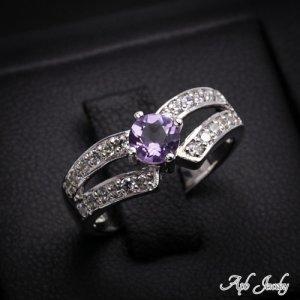 טבעת משובצת אמטיסט וזירקונים כסף 925