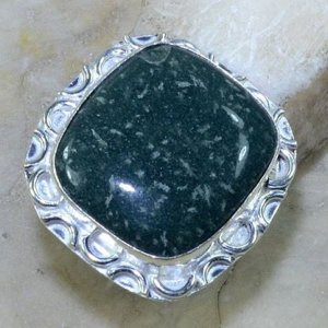 טבעת משובצת ג'ספר ירוק כסף 925 מידה: 8