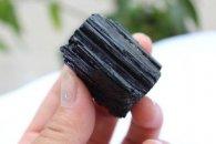 טורמלין שחור גלם משקל : 68 גרם