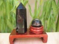 אובסדיאן שחור כדור ומוט במתקן עץ מסוגנן