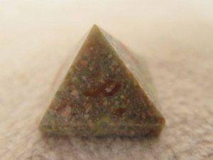 ג'ספר ירקרק חום פירמידה משקל: 20 גר