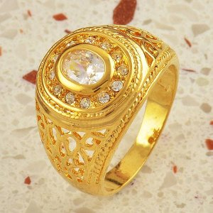 טבעת גולדפילד לגבר משובצת קריסטלים