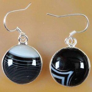 עגילי אוניקס אגט שחור אפור מוכסף עיצוב עגול
