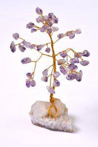עץ משובץ באבני אמטיסט