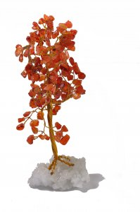 עץ משובץ באבני קרנליאן
