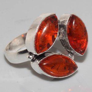 טבעת בשיבוץ ענבר כסף 925 מידה: 8