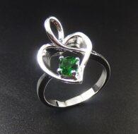טבעת משובצת קריסטל ירוק כסף 925 מידה: 8
