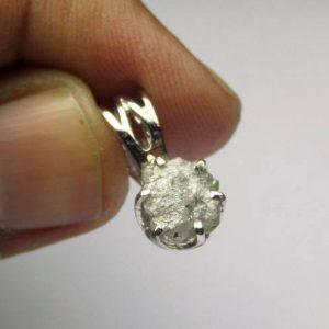 תליון בשיבוץ יהלום גלם לבן כסף 925