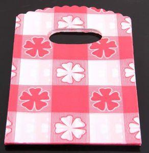 תכשיטנות: 50 שקיות אריזה עם ידית עיצוב קוביות אדום לבן