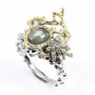 טבעת בשיבוץ לברדורייט ספיר וטופז עבודת יד כסף וציפוי זהב
