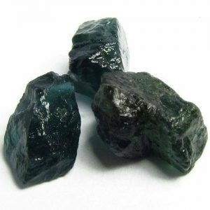 אבן חן: 3 אפטייט ירוק גלם לליטוש (מדגסקר) 8.82 קרט
