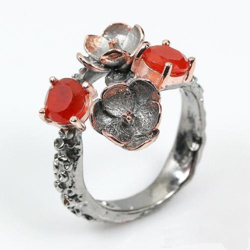 טבעת בשיבוץ קרנליאן עבודת יד כסף ציפוי זהב ורודיום שחור