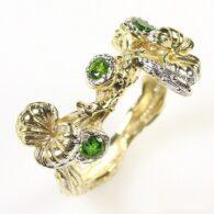 טבעת בשיבוץ דיופטיז עבודת יד כסף וציפוי זהב